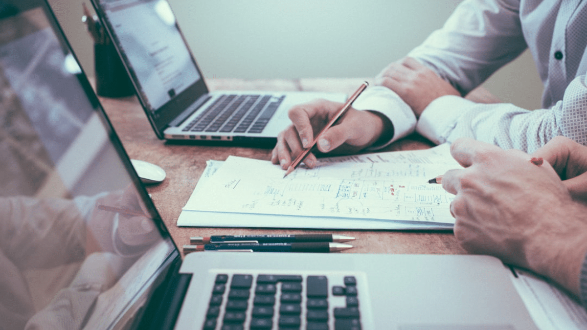 how to get clients as a freelance graphic designer
